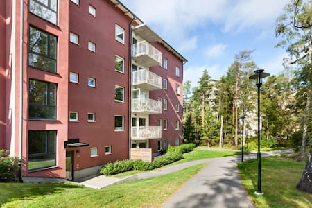 Studio in newly built house, 3 mins from subway - Sztokholm - Apartament
