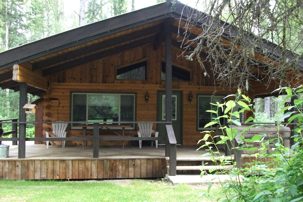 Beautiful 2 bedroom log cabin