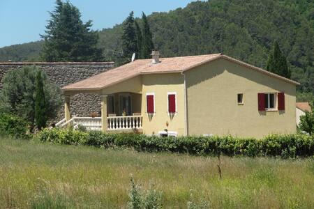 villa cadre exceptionnel pour randonnée guarrigue - Montmirat