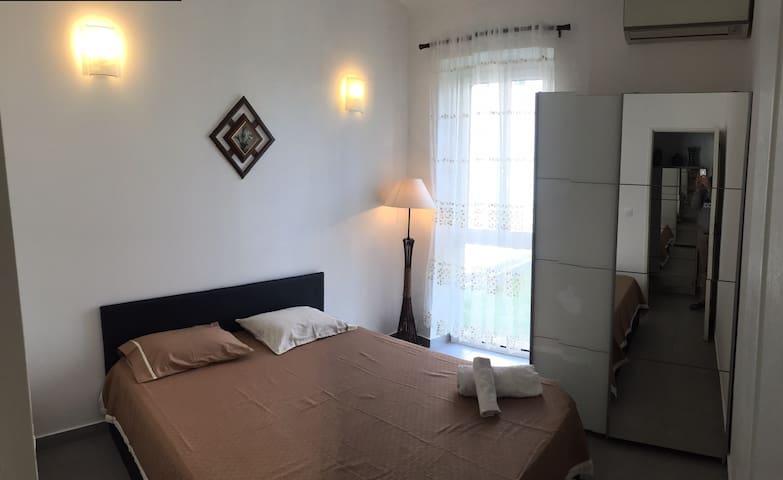 Une belle chambre proche de l'aéroport et la plage