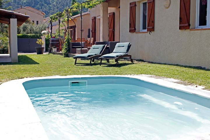 Villa with adjoining appartment quiet with pool - Tourrette-Levens - Villa