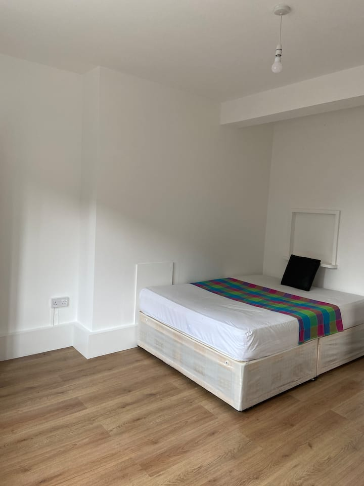 PRIME LOCATION, FRESH AND CLEAN DOUBLE ROOMS