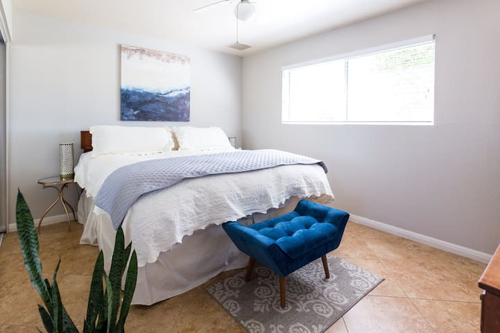 SCOTTSDALE KING BED PRIVATE BATH