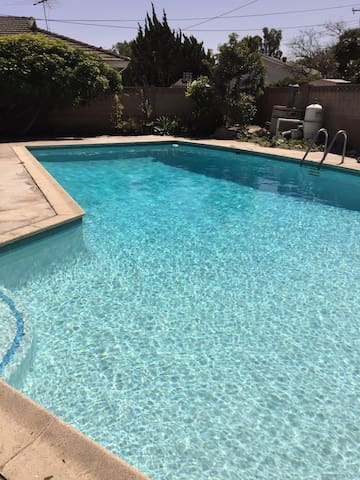 Anaheim 3bdrm 2 bath pool 2.7 miles to Disney