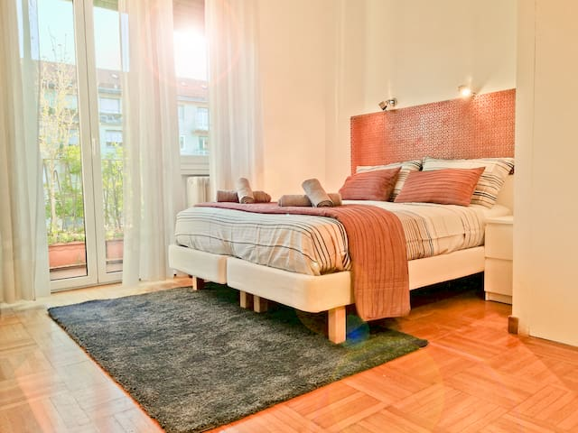 Lovely and Bright apartment **10 min from DUOMO**