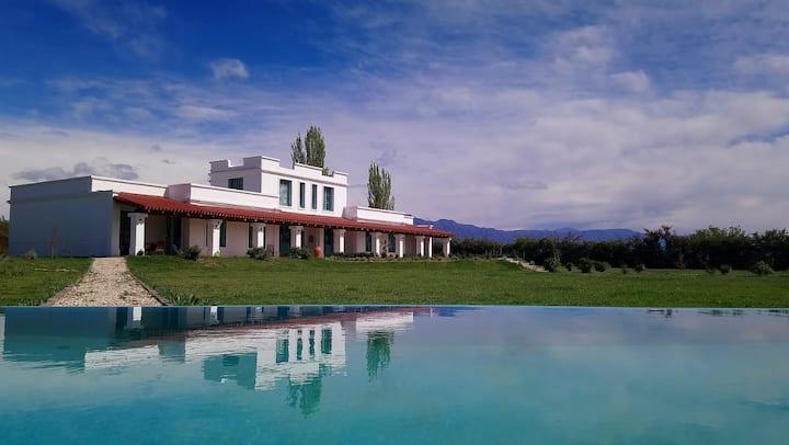Georgeous villa x4 swimming pool in Malbec Town