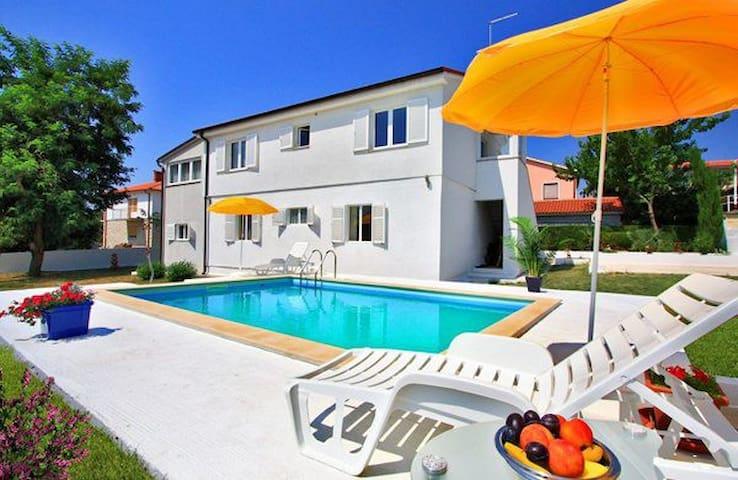 Apartman Bella  sa bazenom Ližnjan - Općina Ližnjan