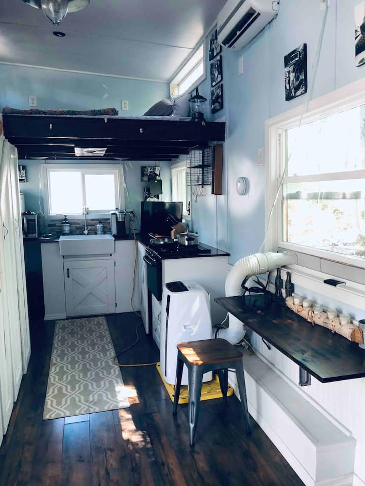 Beautiful Tiny Home on Rescue/Hobby Farm!