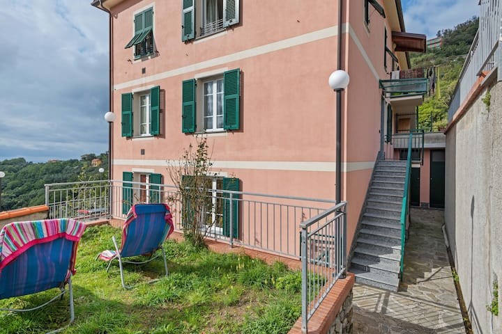 Traditional Holiday Home in Moneglia with Private Terrace