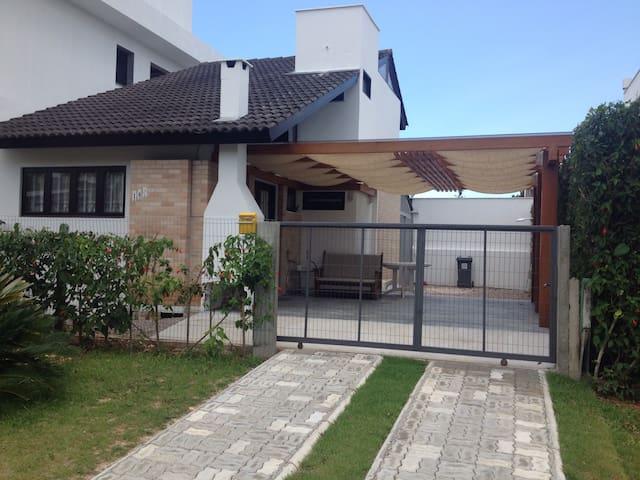 Localizado em jurere internacional - Florianópolis - Haus