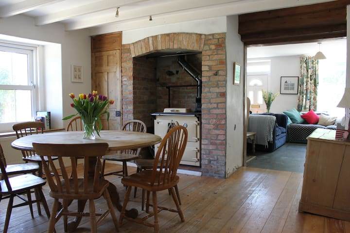 4 Bed Cornish Farmhouse Sleeps 10 - Talskiddy - Casa