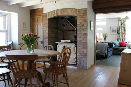 4 Bed Cornish Farmhouse Sleeps 10 - Talskiddy
