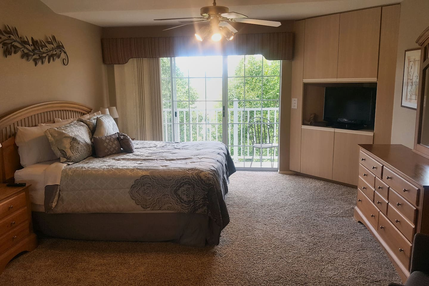 "Large King Bedroom with balcony. 32"" cable tv, dresser, 2 nights stands, plugs jacks for phones next to bed."