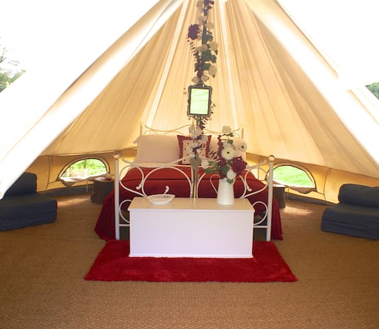Luxury Glamping - Queen of Hearts Bell tent - Oxford - Tent