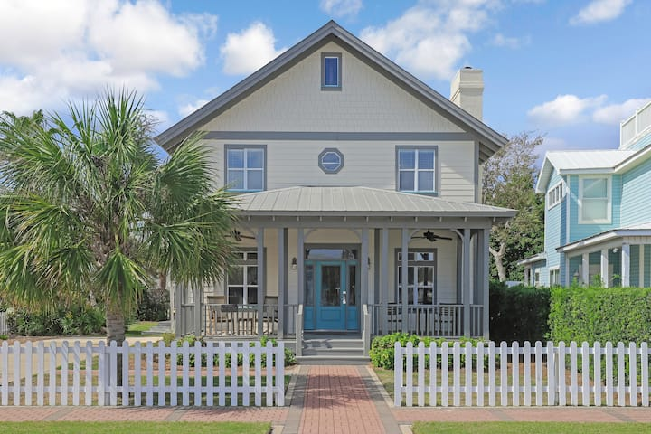 Perfect for families - Beach house with back deck and yard