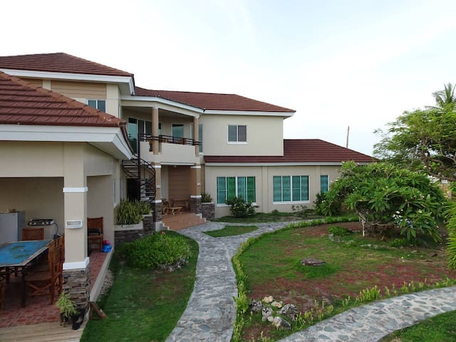 Amazing palatial private house, bottom floor. - Bantayan - House