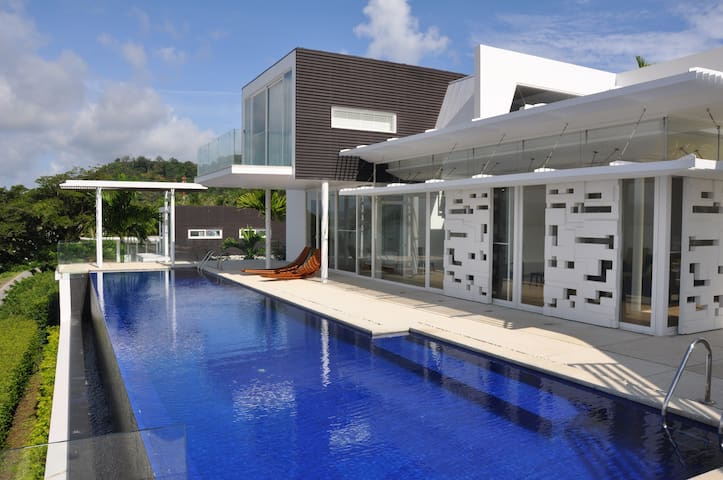 Villa Yamu - 5 Bedrooms w/ Private Infinity Pool