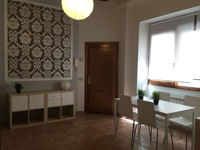 Casita Centrica Minimalista - Segovia - House