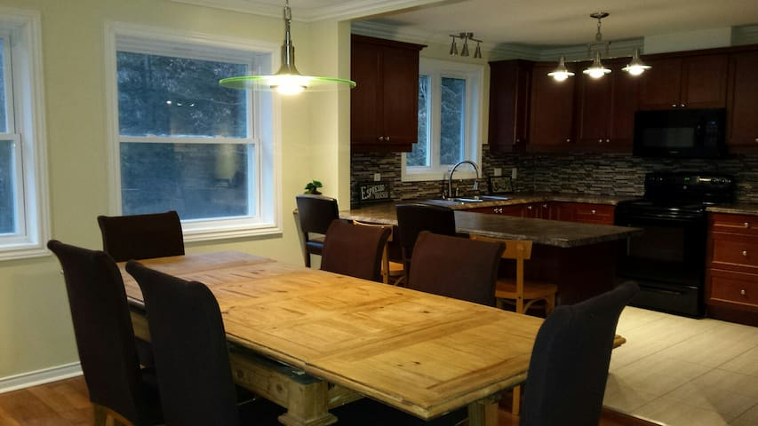 Chateau Edelweiss West -Large Family/Pet Friendly - Wakefield - House