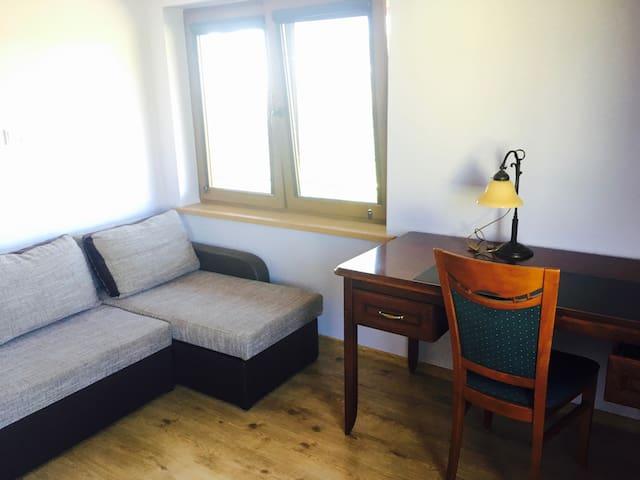 Apartament z biurkiem poety