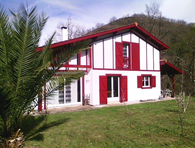 Petite maison ds la prairie basque  - Saint-Martin-d'Arrossa - Hus