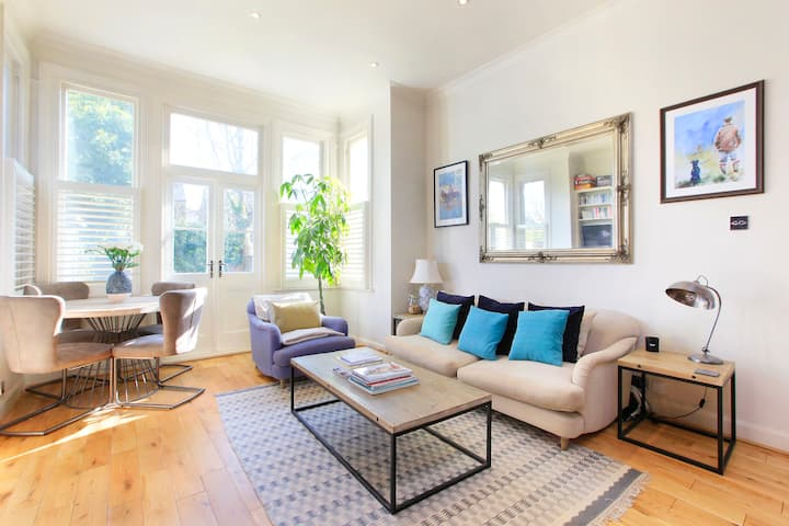Beautiful Modern Two Bedroom Apartment with Garden