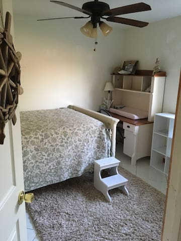 Cozy 2bd home conveniently located - Port St. Lucie