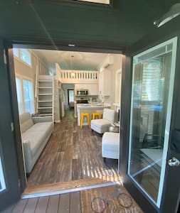 The East Fork Cottage— riverfront tiny home