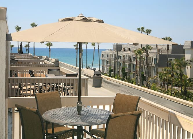 INQUIRE ABOUT 10% JUNE WEEKLY DISCOUNT! Beautiful ocean views, remodeled 2bdrm
