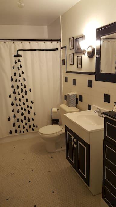 Bathroom (shower/tub)