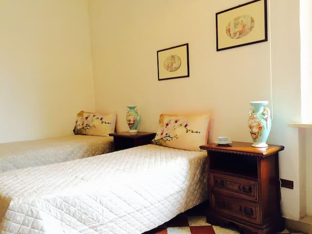 double/twin room near piazza del Campo - Siena - Apto. en complejo residencial
