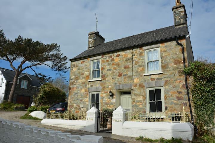 Charming cottage near coastal path