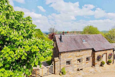 Stunning Peak District cottage, Manifold Valley