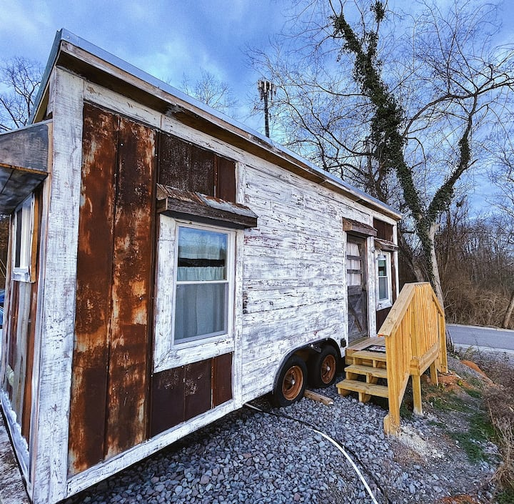 Rustic Tiny Home in Downtown Knoxville