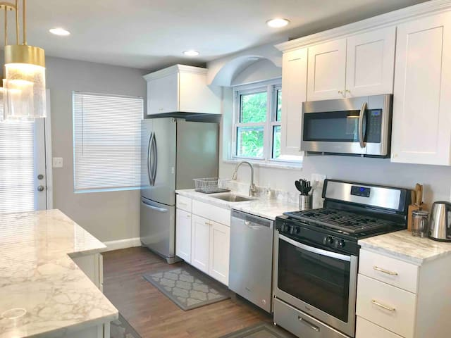 Luxe 4BD Downtown Bethesda Home (walk to Metro)