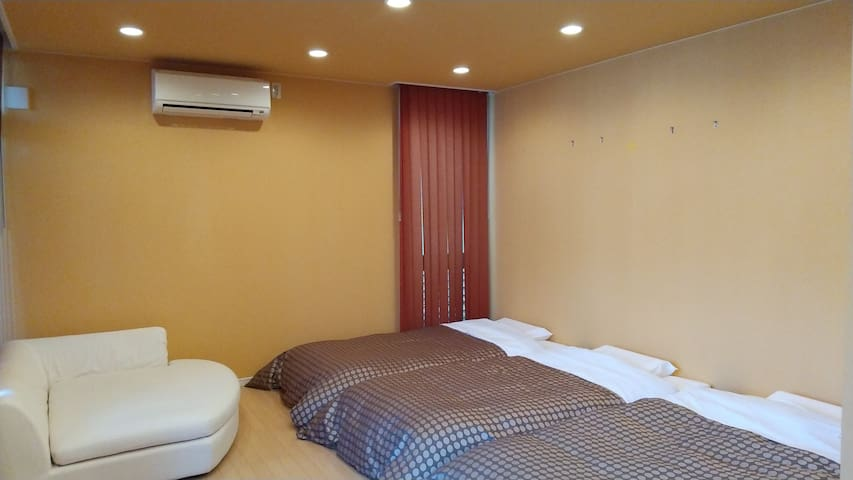 bed room 1 in 1F (single bed*3)