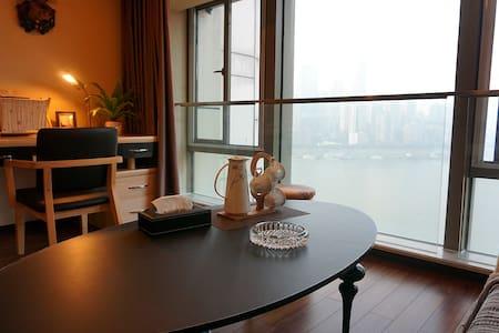 《悅江》大落地窗  看渝中半岛  绝色夜景  棒哒哒滴!!!(江与城民宿) - Chongqing - Flat
