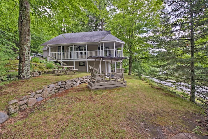 NEW! Magog Lakefront Cottage w/ Wraparound Deck!