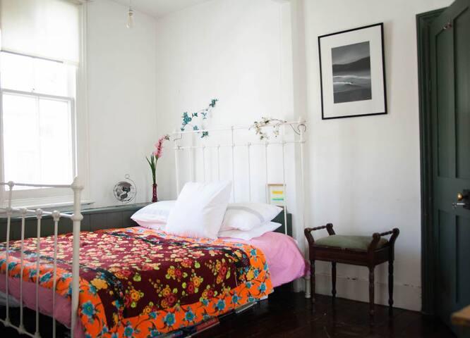 Beautiful double bedroom near Portobello Road