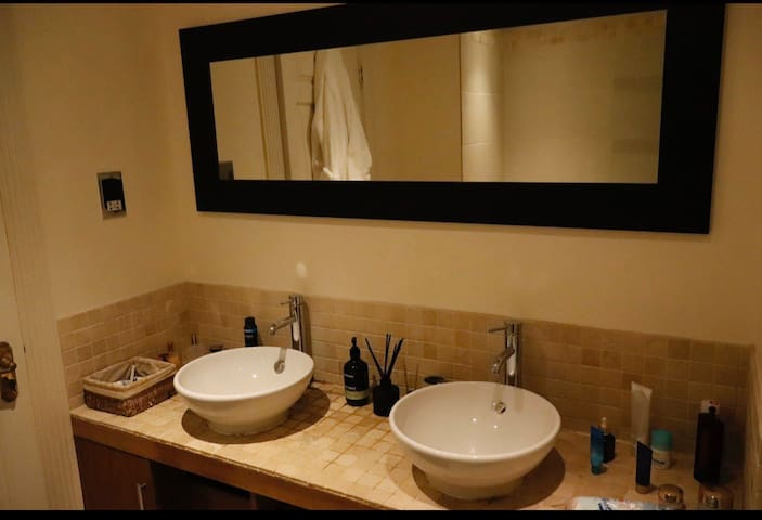 Luxury apartment, South Kensington, private bath