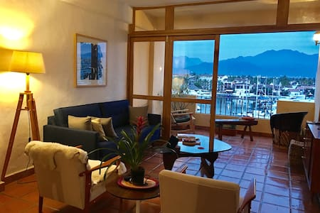 Marina view, pool, great dining, tennis, golf - Puerto Vallarta - Lejlighed