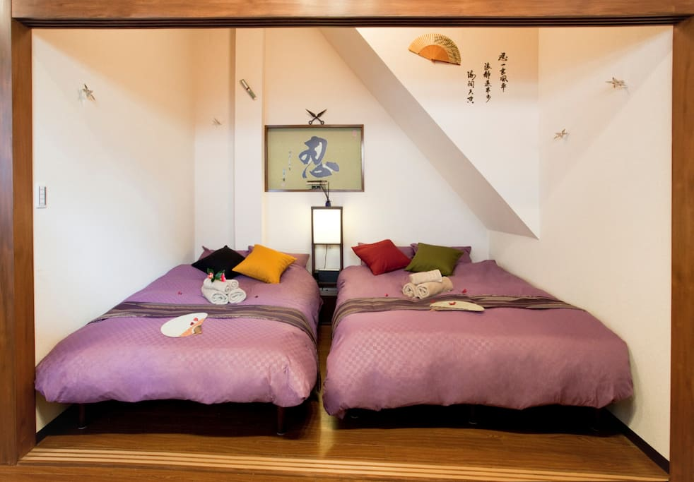 A double bed and a semi-double bed