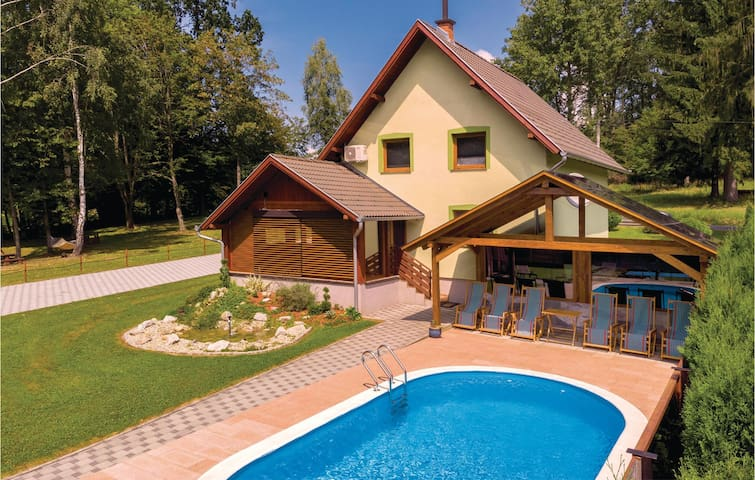 Holiday cottage with 3 bedrooms on 103m² in Brestovac