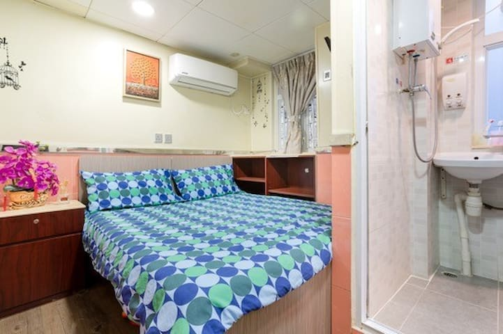 Double Room in Kowloon [2]