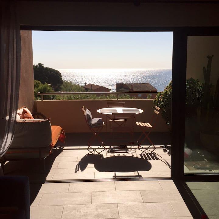 Saint-Tropez Beach Apartment - Rare Sea view