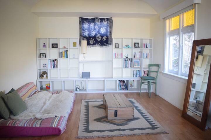 Bedroom with queen size futon-mattress