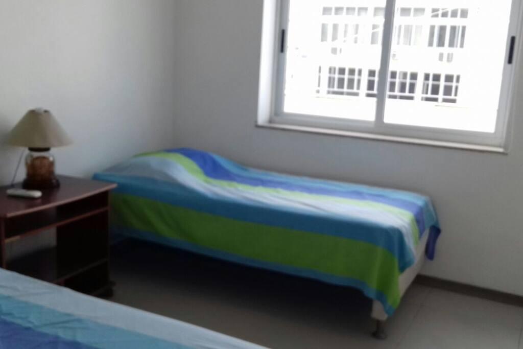Quarto com 2 camas de solteiro