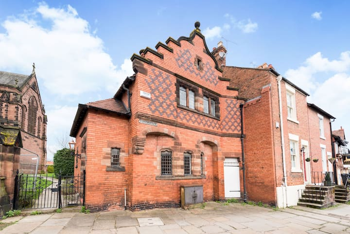 Stunning house next to City Centre newly renovated