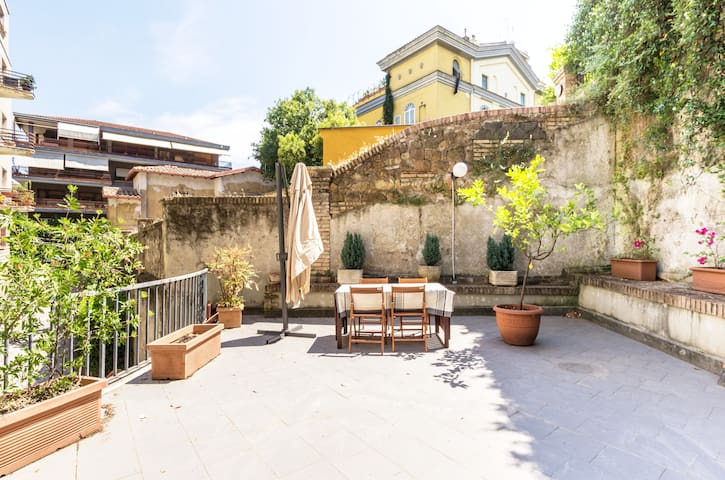 Trastevere Apartment with Large PRIVATE Terrace