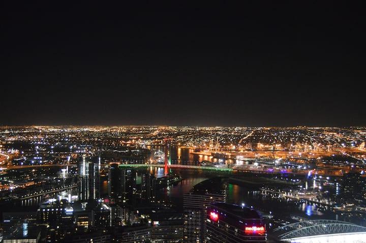 Breathtaking Views Apt In Melb CBD